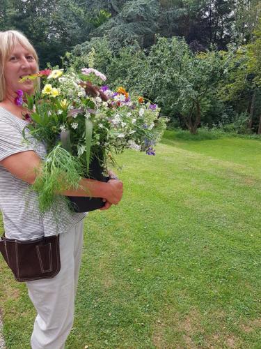 Tessa carrying flowers